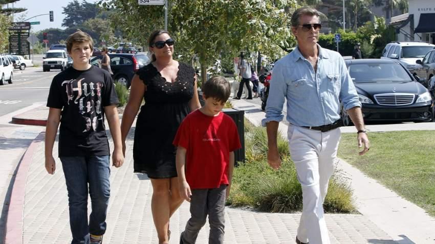مع زوجته وأولاده