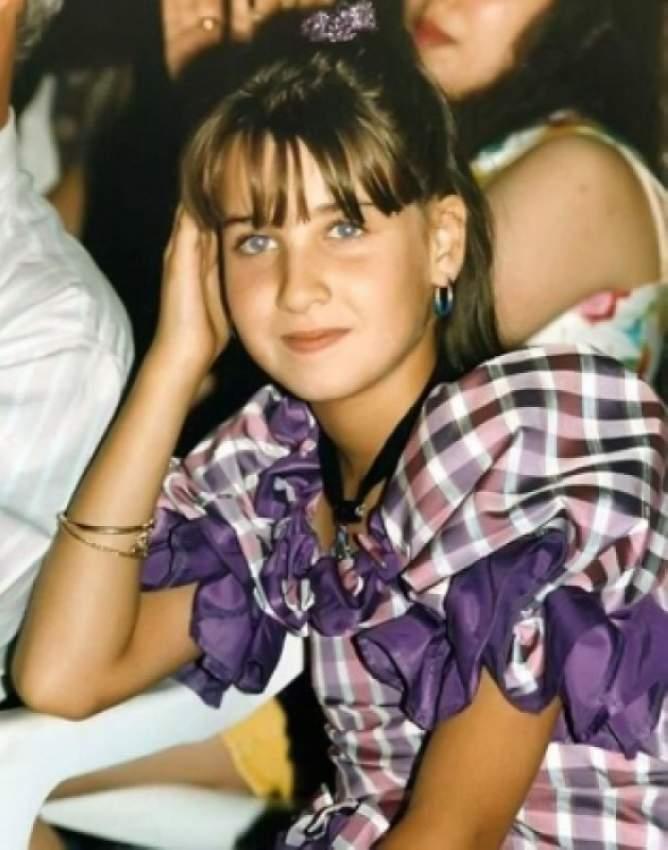 في الحادية عشرة من عمرها شاركت في برنامج نجوم المستقبل وأخذت الميدالية الذهبية في فئة الطرب