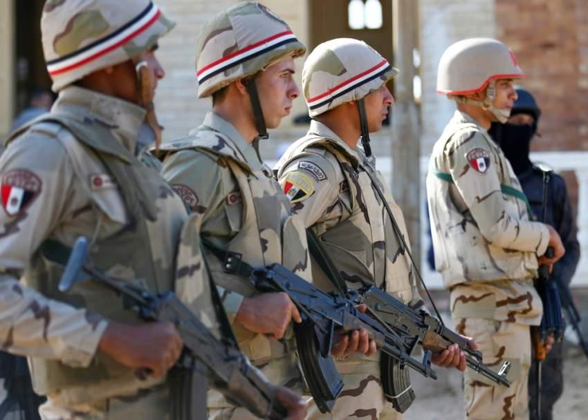 صورة بثتها «رويترز» أمس لقوات من الجيش المصري في شمال سيناء.