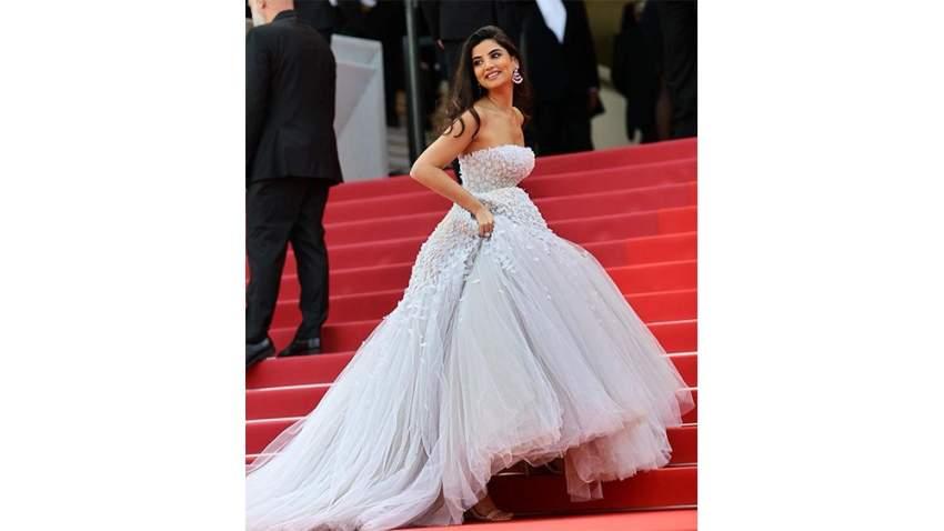 علا فرحات بفستان من تصميم رامي العلي