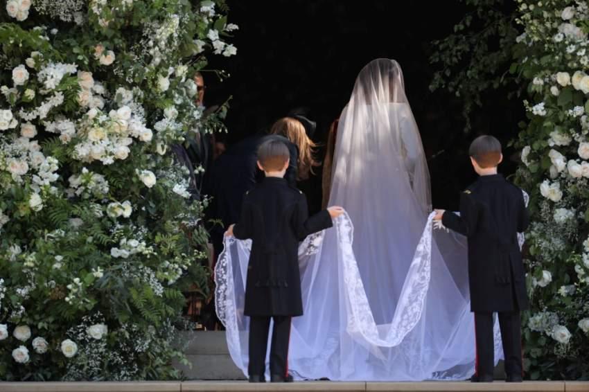 ارتدت ميغان ماركل فستان زفاف ساحراً من دار أزياء جيفنشي وبلغت قيمته 500000 جنيه إسترليني