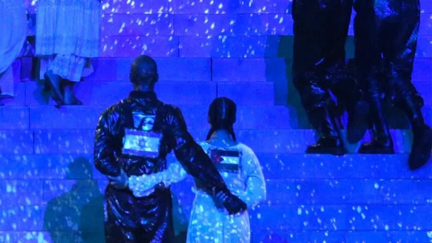 استخدمت ملكة البوب الأميركية، مادونا، علم فلسطين أثناء أداء أغنية، خلال مسابقة الأغنية الأوروبية