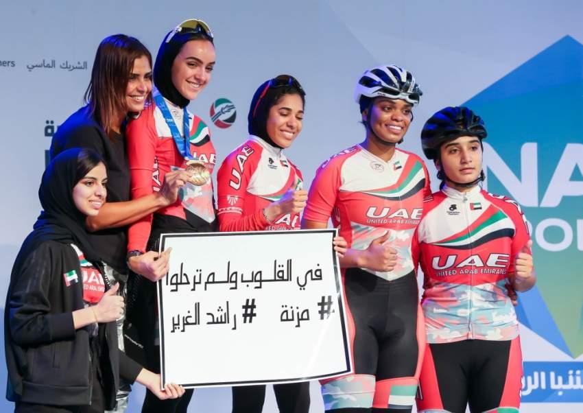 من تتويج الفائزات في سباق الدراجات في بطولة ند الشبا.(الرؤية)