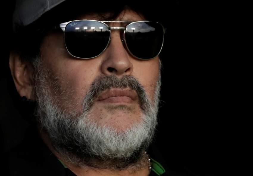 بعد وصفه بالمحتال .. مارادونا يطالب بمقاطعة فيلمه