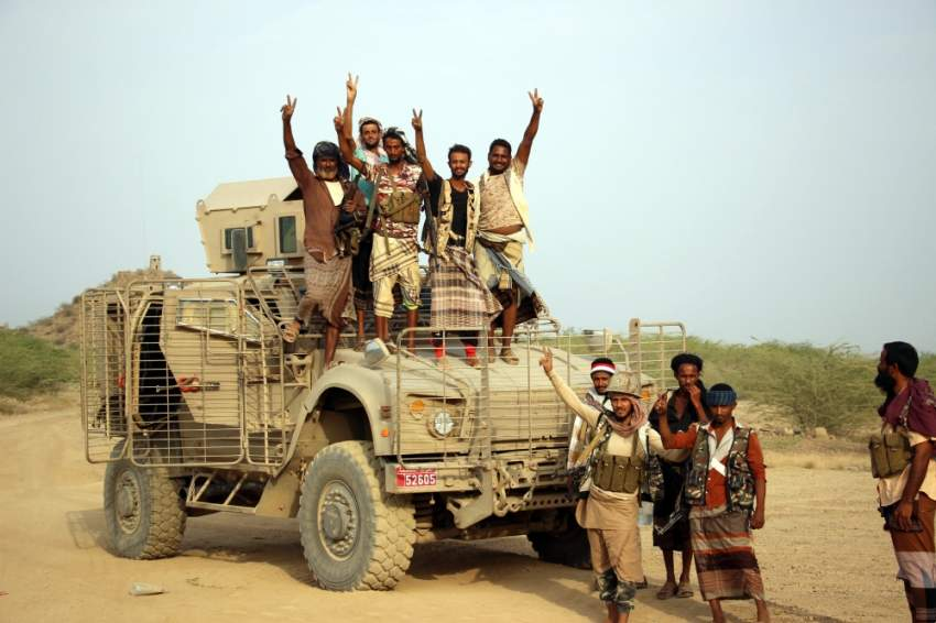 عناصر من قوات الشرعية اليمنية غربي تعز. (إي بي إيه )