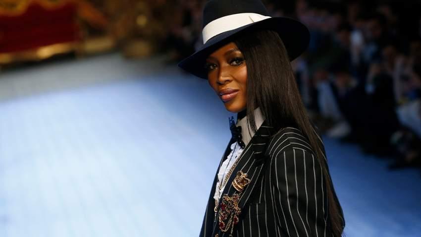 حتى بعد وصولها لهذا السن لا زالت تشارك نعومي في بعض عروض الأزياء للماركات العالمية