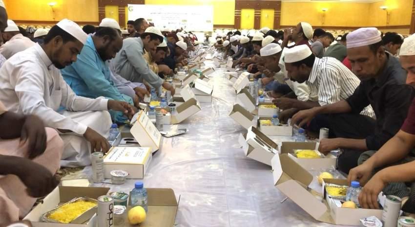 رأس الخيمة تنظم إفطار التسامح لـ 3500 صائم في يوم زايد للعمل الإنساني
