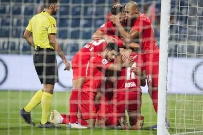 فرحة لاعبي الفجيرة بهدف في مرمى شباب الأهلي دبي. (الرؤية)