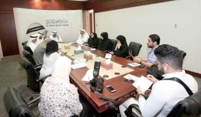 بلال البدور معلناً عن أسماء الفائزين بجائزة العويس الإبداعية أمس في دبي.(الرؤية)