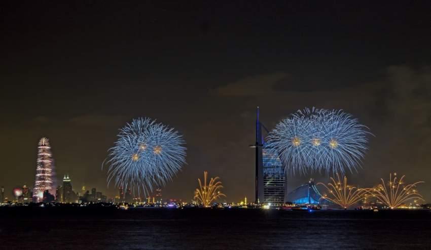 عروض الألعاب النارية في عيد الفطر في دبي