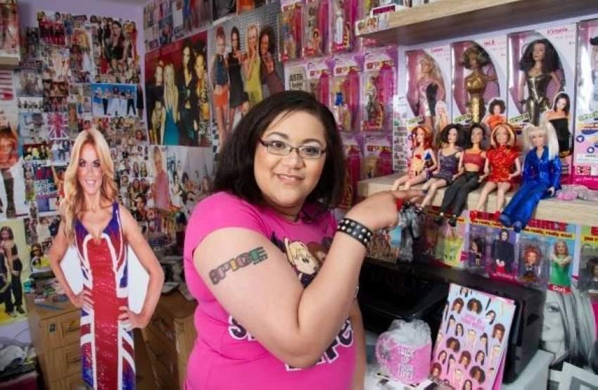 وقامت بجمع صورهن من أغلفة المجلات، وإلصاقها على جدران غرفتها