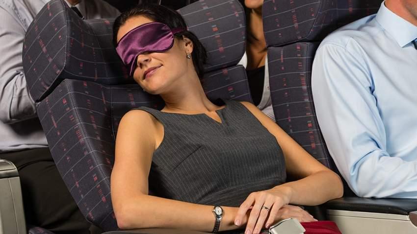 إعادة المقعد للخلف بشكل مبالغ به يزعج المسافرين
