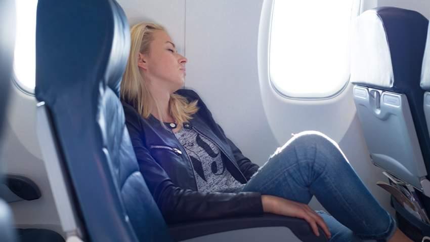 ركل الكرسي من بين التصرفات التي تسبب إزعاجاً للمسافرين