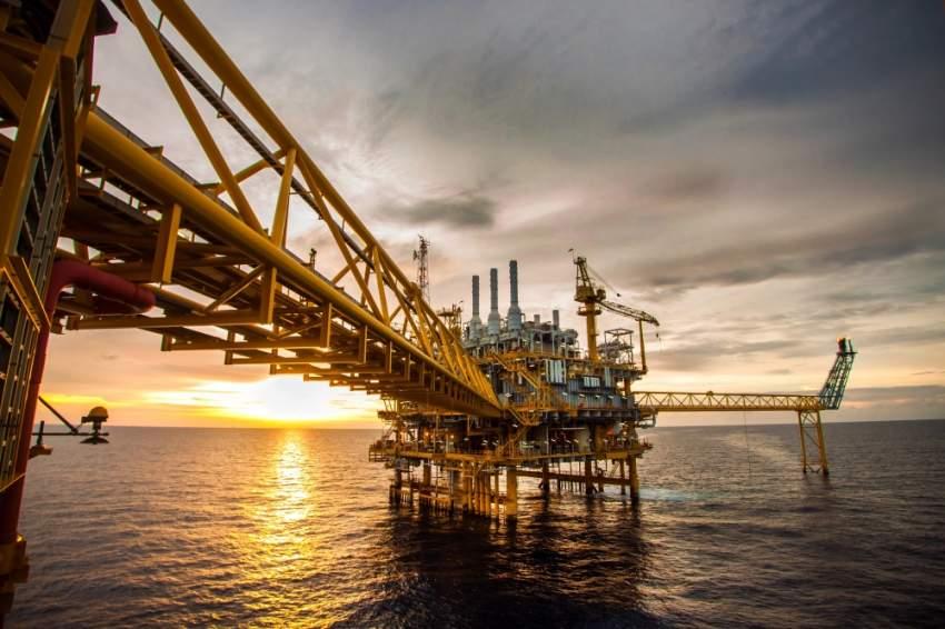 ضعف الطلب ومخاوف الحرب التجارية يكبدان النفط أكبر خسارة شهرية. (الرؤية)