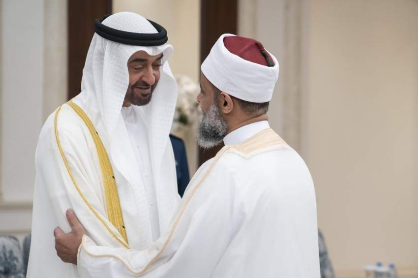 محمد بن زايد يستقبل المهنئين بعيد الفطر المبارك