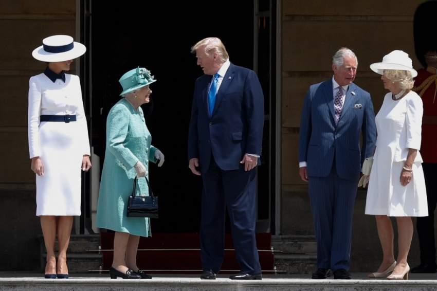 ميلانيا ترامب خلال جولتها في قصر باكنغهام