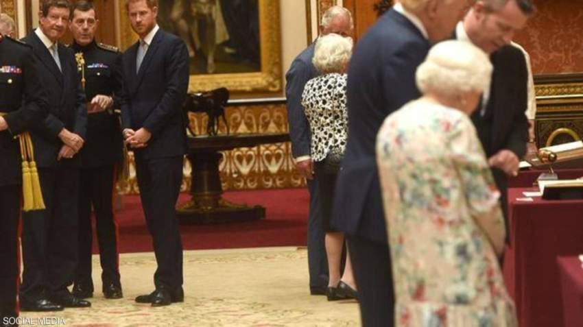 الأمير هاري يظهر وهو يحافظ على مسافة بينه وبين ترامب