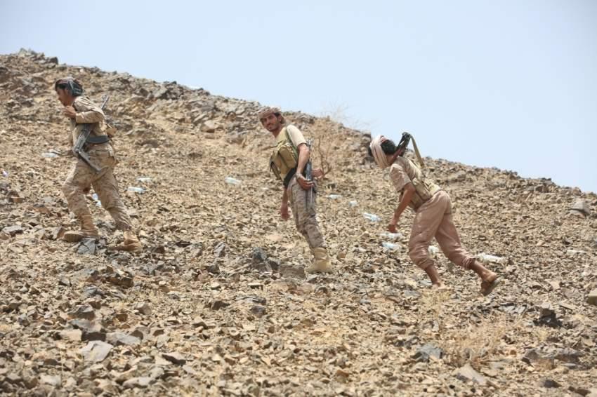 عناصر من الجيش اليمني على خط المواجهة قرب مأرب. (رويترز)