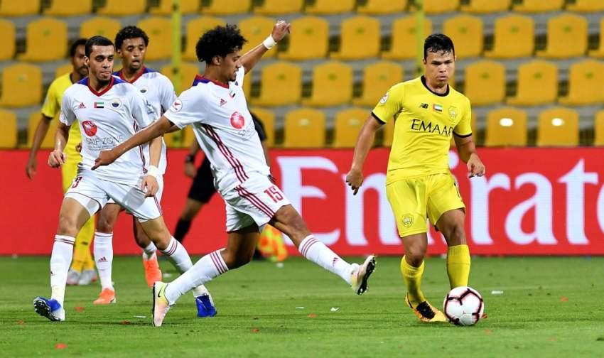 لاعب الوصل فابيو ليما (يميناً) خلال مباراة فريقه أمام الشارقة أخيراً. (الرؤية)
