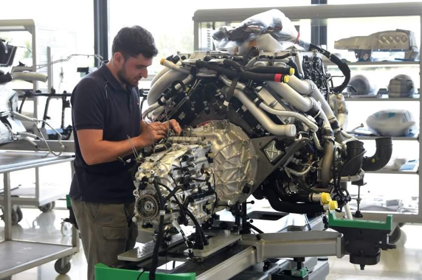بوغاتي سيارة الأثرياء التي تُصنع يدوياً