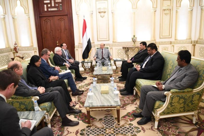 الرئيس اليمني ملتقياً مارتن غريفيث و باتريك كاميرت