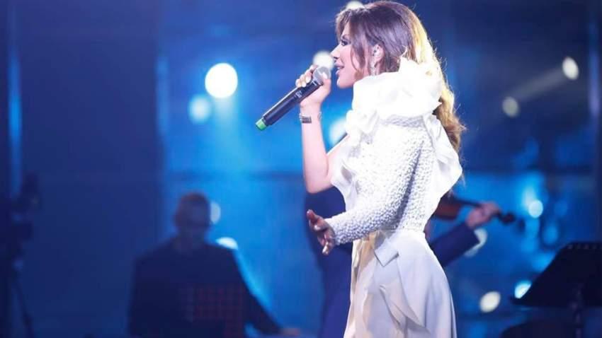 نجوى كرم اختارت فستان من جورد شقرا في حفلها في دبي