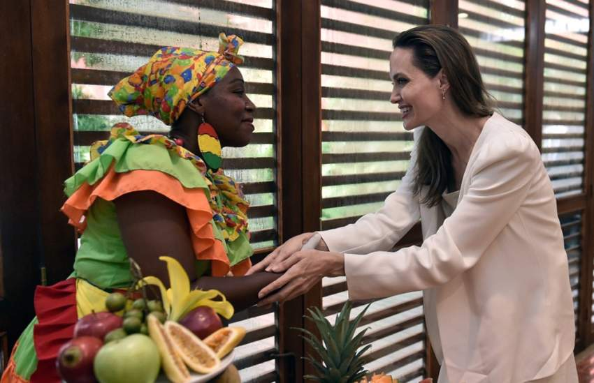تقوم الممثلة الأمريكية بجولة خاصة تستغرق يومين لمقابلة مهاجرين من فنزويلا والرئيس الكولومبي إيفان دوكي في مدينة قرطاجنة