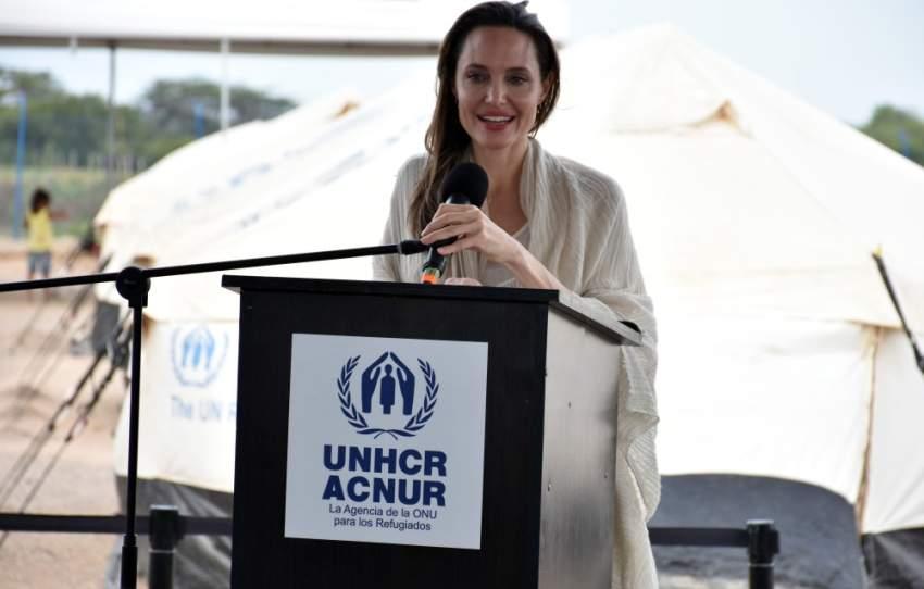 احتفلت أنجلينا جولي قبل أيام بعيد ميلادها الـ 44 وتعد من اكثر النجمات اللاتي يسلطن الضوء على قضايا اللاجئين حول العالم