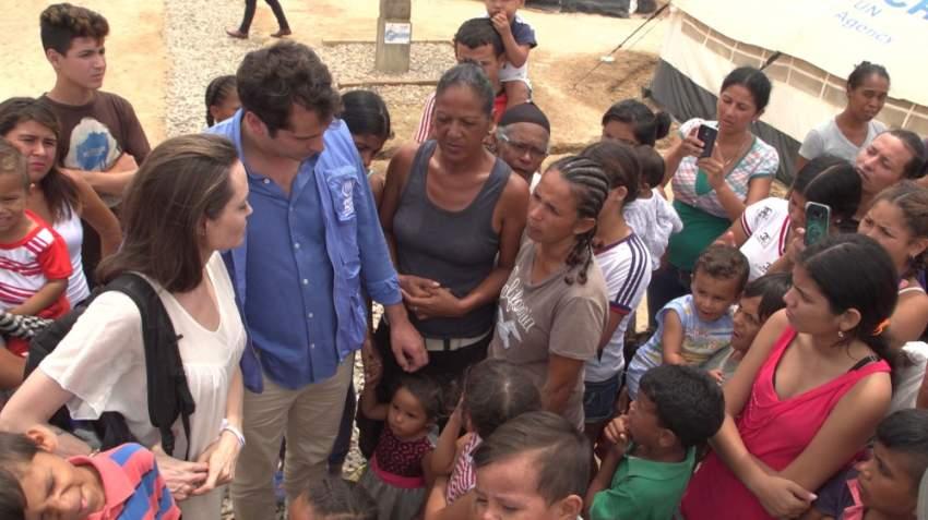يعاني في الغالب آباء الأطفال الفنزويليين الذين يولدون في الخارج لتسجيل أبنائهم إما بسبب عجزهم عن الوصول إلى قنصليات فنزويلا التي يتناقص عددها أو بسبب عدم امتلاكهم أوراقا للهجرة