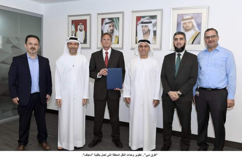 عقب توقيع طرق دبي اتفاقية تعاون مع «سكاي تران» في المبنى الرئيس للهيئة. (وام)