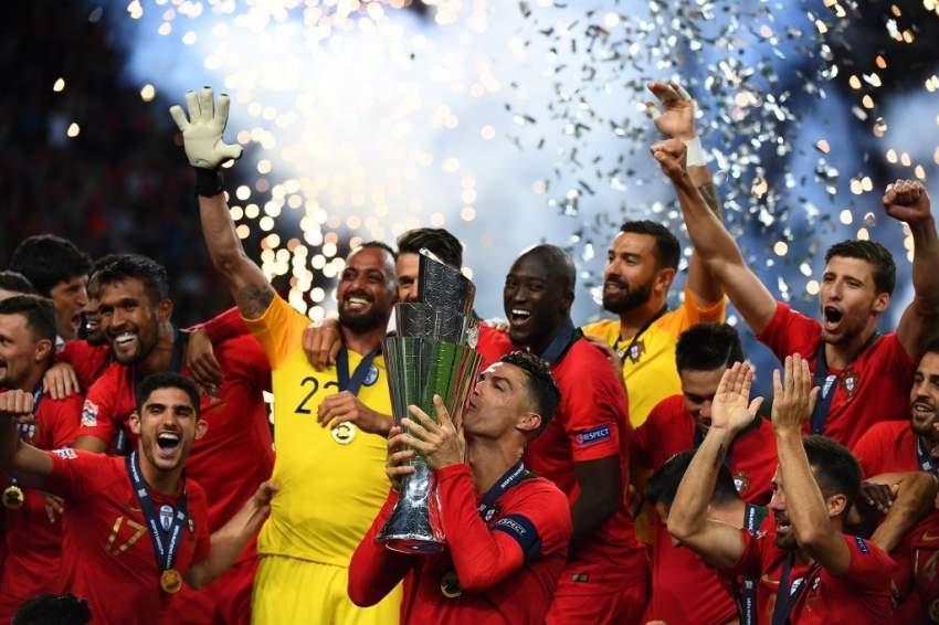 رونالدو يحتفل مع فريقه وسط أجواء الفوز