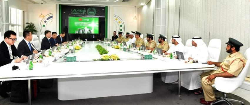 شرطة دبي تبحث تعزيز التعاون مع وزارة الأمن العام الصينية