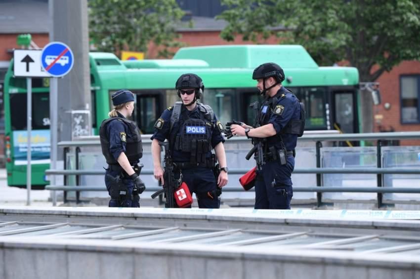 القبض على رجل هدد بتفجير قنبلة في محطة بالسويد