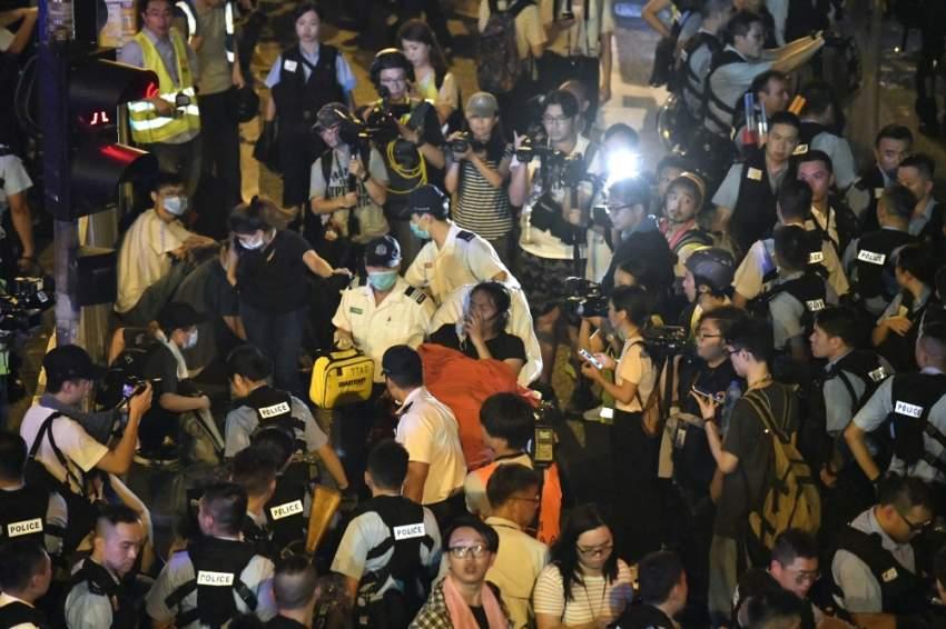 متظاهرون ضد قانون تسليم المطلوبين للصين. (إي بي إيه)