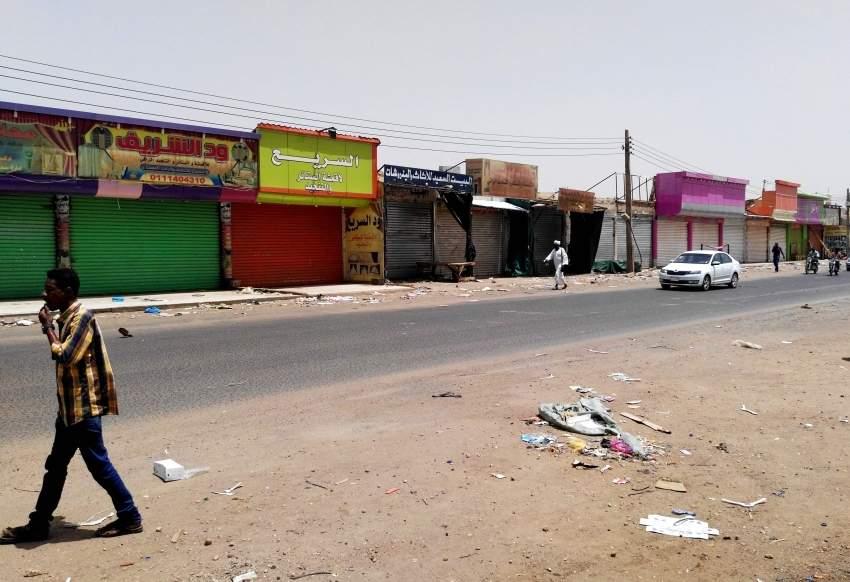 شوارع الخرطوم في اليوم الثاني للعصيان المدني. (أ ف ب)