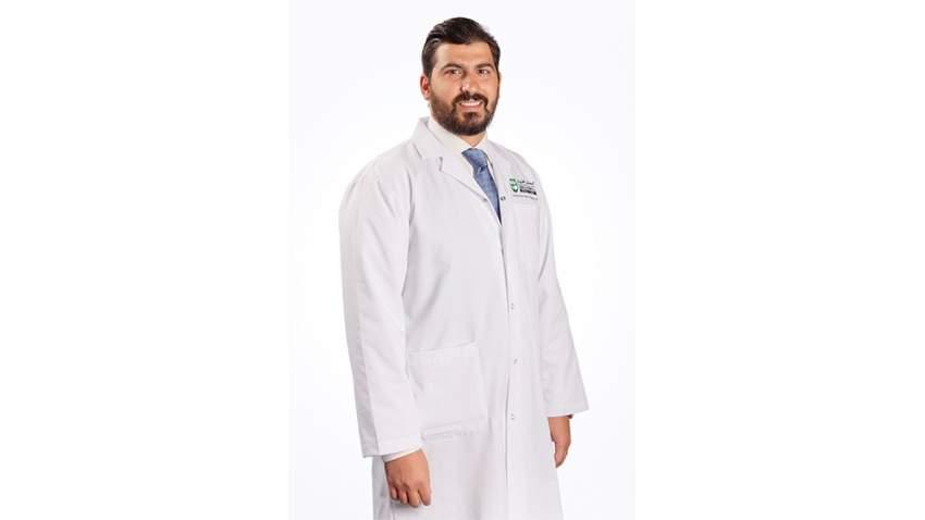 الدكتور الشريف عمر شافعي، أخصائي الرعاية الأولية في المستشفى الأمريكي دبي