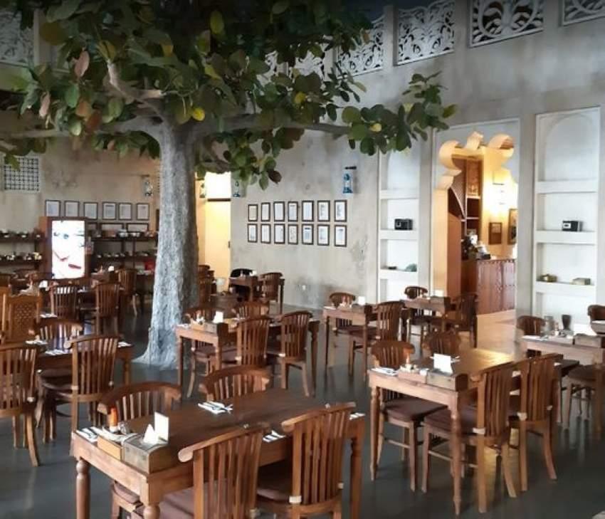 بلدية مدينة العين تحرر 6 مخالفات وإنذاراً واحداً لجلسات المطاعم والمقاهي