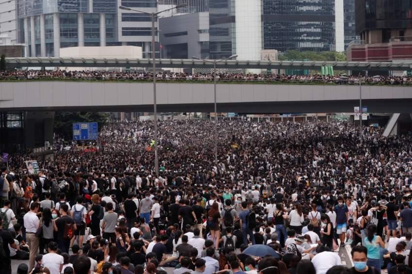 الآلاف يتظاهرون في هونغ كونغ ضد قانون يسمح بتسليم المطلوبين للصين