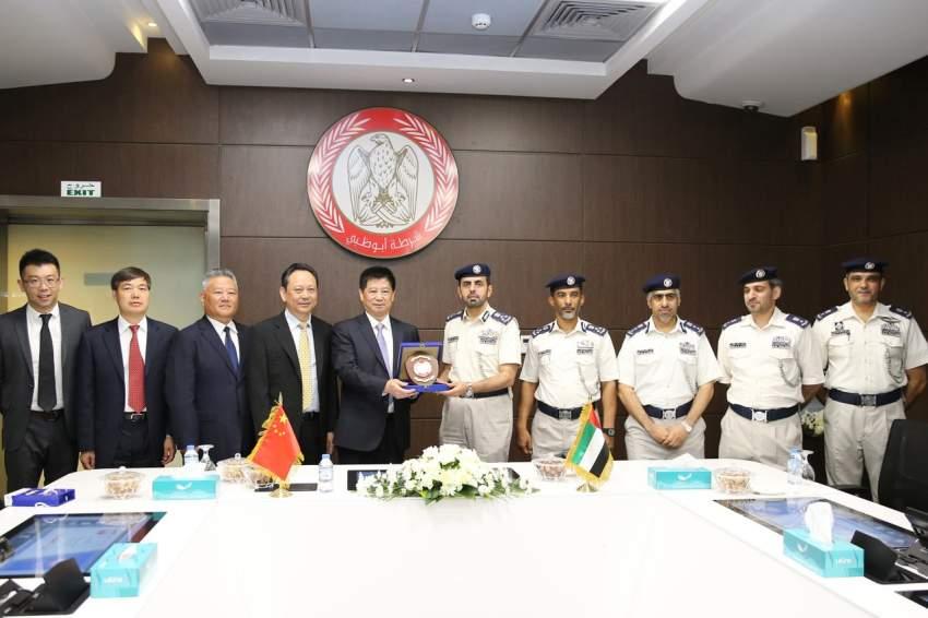وفد أمني صيني يطلع على تجارب شرطة أبوظبي الذكية