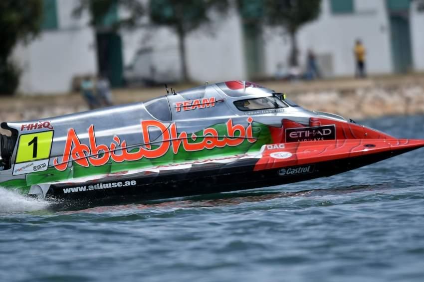 فريق أبوظبي للفورمولا 1 في إحدى المشاركات. (الرؤية)