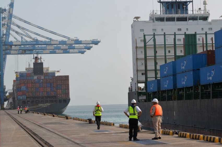 تسارع النمو الاقتصادي في الإمارات تدريجياً. (الرؤية)