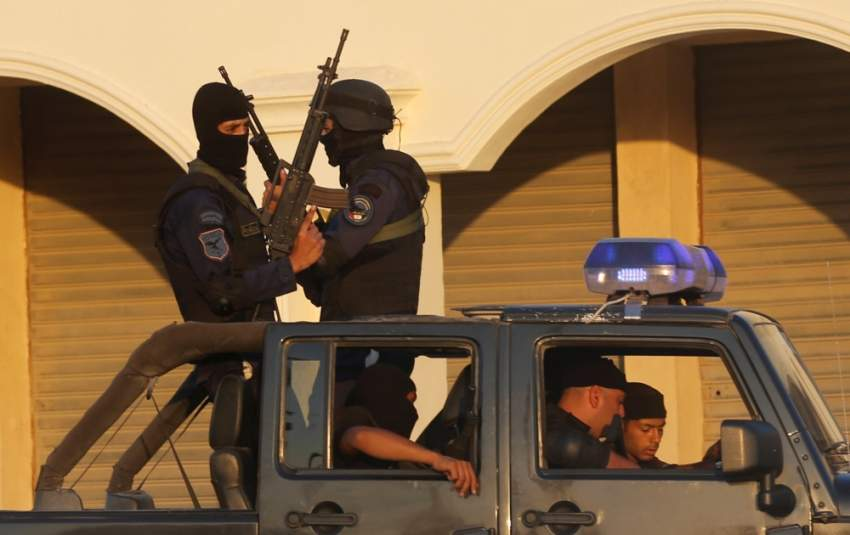 عناصر من قوات الأمن المصرية وسط القاهرة. (رويترز)