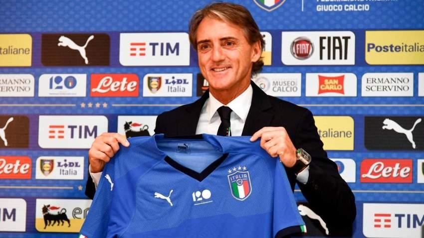 روبرتو مانشيني لدى تقديمه مدرباً لإيطاليا. (إ ف ب)