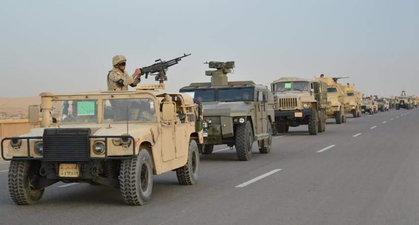 قوات مصرية خلال مطاردة الإرهابيين في شمال سيناء. (رويترز)