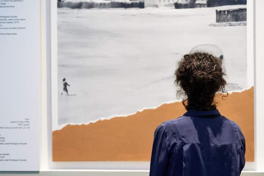 جانب من الأعمال الفنية في معرض لئلا ننسى عالمية الصور العائلية