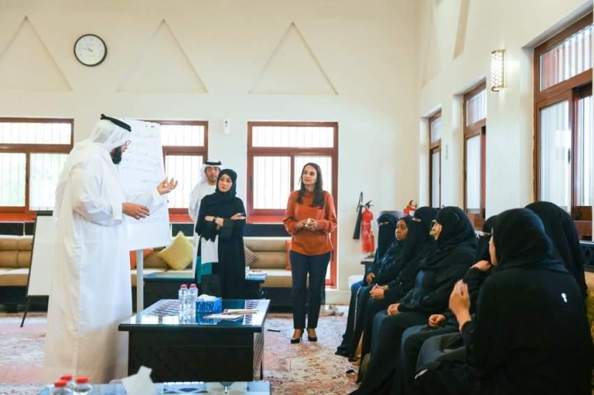 هيئة تنمية المجتمع تنظم ورشة عصف ذهني لبحث الاحتياجات التطويرية المجتمعية في حتا
