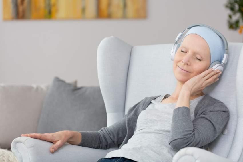 ما العلاقة بين الموسيقى وتخفيف آلام مرضى السرطان؟