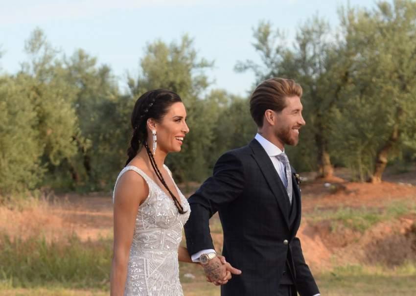 راموس برفقة عروسته