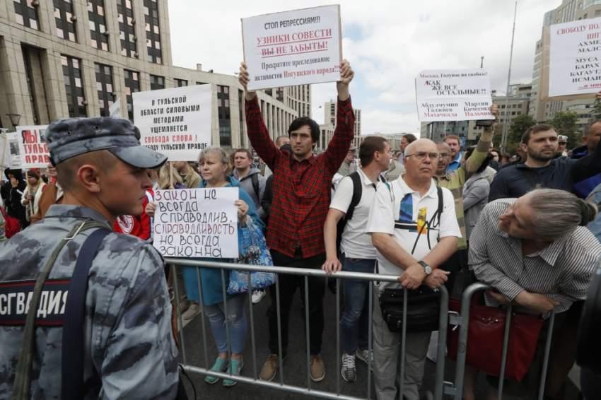 مظاهرة وسط موسكو ضد الشرطة الروسية. (إي بي أيه)