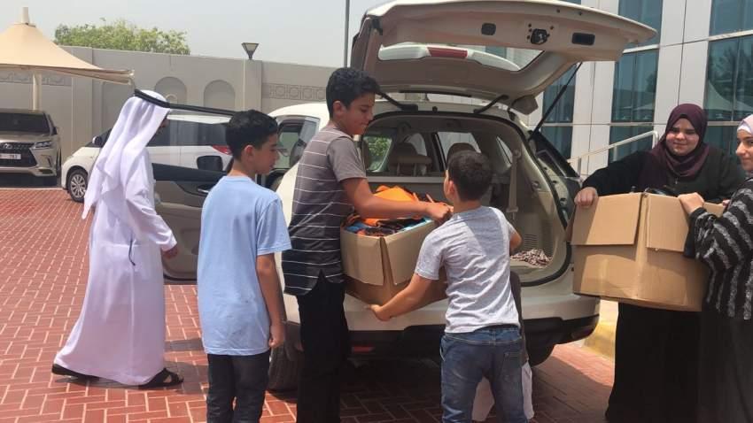 حملة «يداً بيد نجمع ونفيد» شهدت مشاركات تطوعية من مختلف فئات المجتمع. (الرؤية)